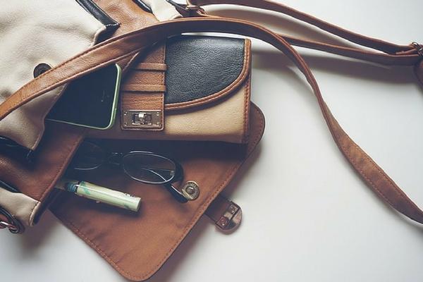 purse-5-favorite-things-to-having-period
